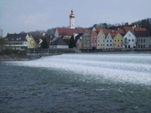 Lechwehr mit Stadtpfarrkirche und Altstadtblick
